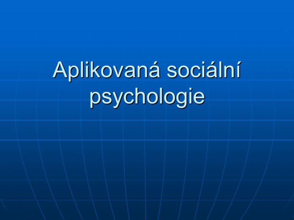 Člověk a sociální instituce makrosociální linie makrosociální linie témata: člověk a organizace, moc (politická psychologie), zákon (sociální normy, spravedlnost, psychologie práva), média, víra (ps.