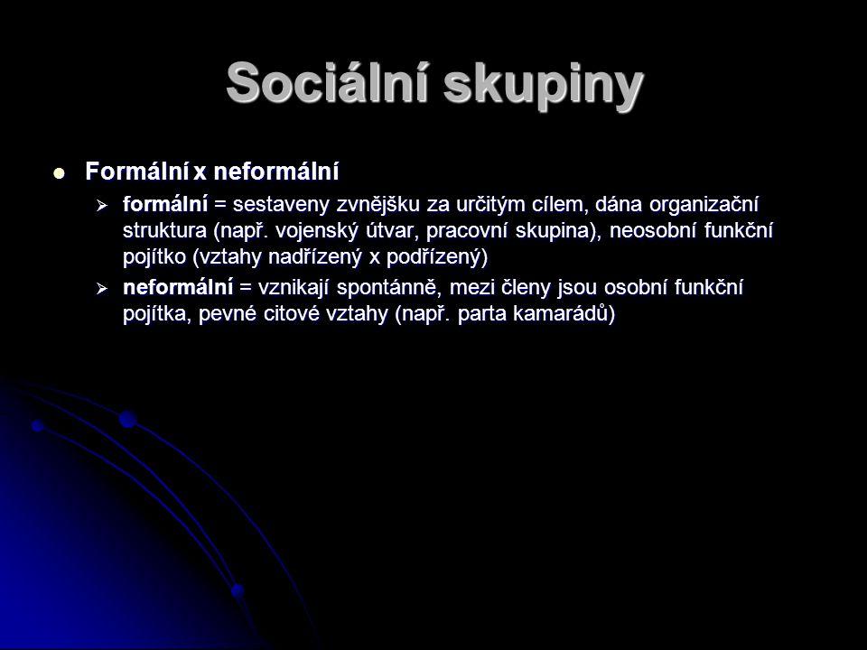 Sociální skupiny Formální x neformální Formální x neformální  formální = sestaveny zvnějšku za určitým cílem, dána organizační struktura (např. vojen