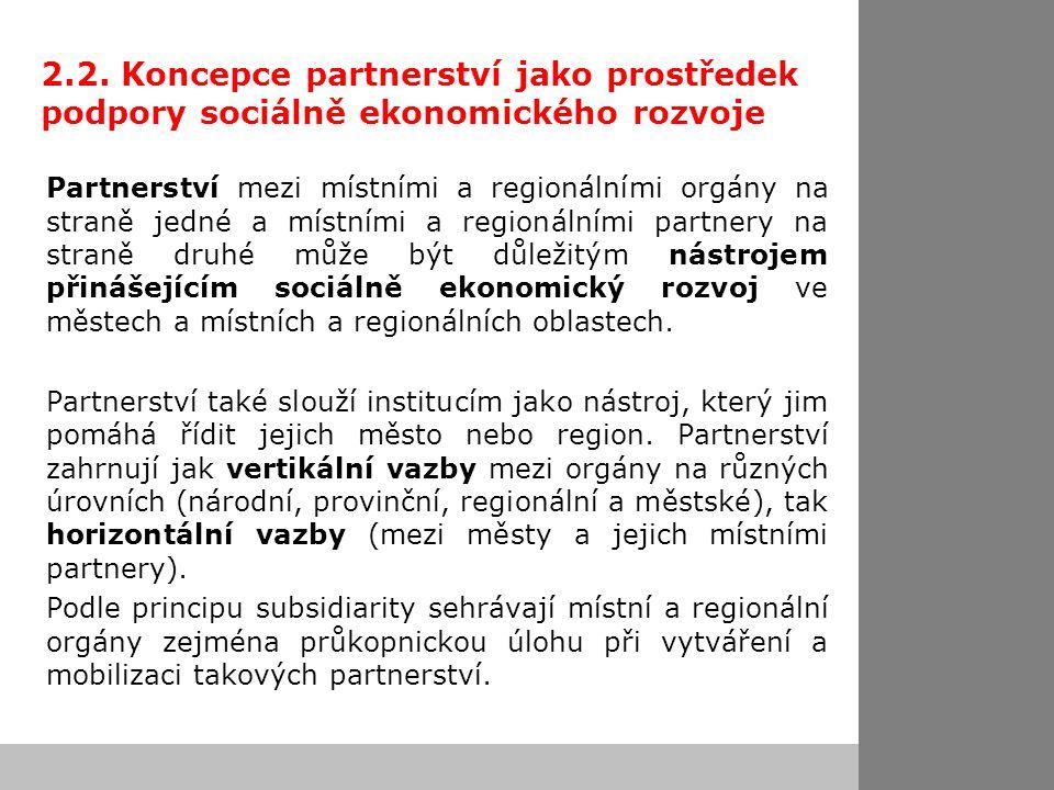 2.2. Koncepce partnerství jako prostředek podpory sociálně ekonomického rozvoje Partnerství mezi místními a regionálními orgány na straně jedné a míst