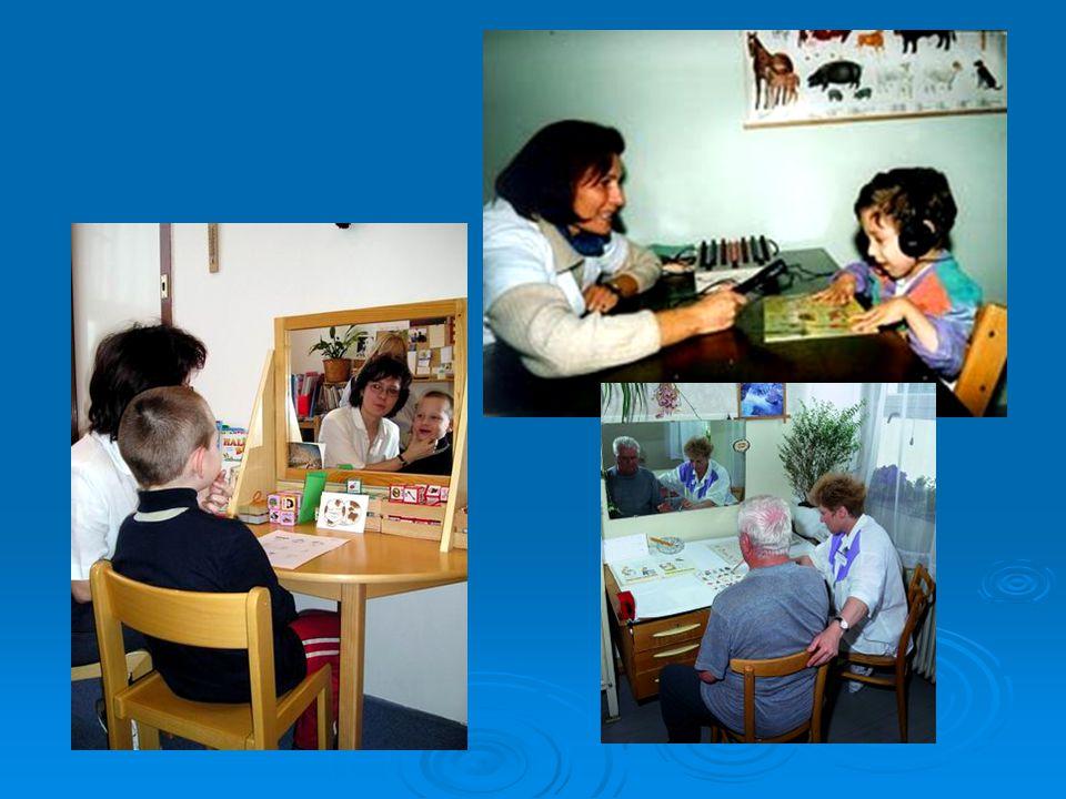 Opožděný vývoj řeči  ve třech letech dítě nemluví / mluví méně než ostatní děti  etiologie: sluchová vada sluchová vada porucha intelektu porucha intelektu autismus autismus vady mluvních orgánů vady mluvních orgánů nepodnětné prostředí, citová deprivace nepodnětné prostředí, citová deprivace dědičnost dědičnost nevyzrálost nervové soustavy (nedonošenost, LMD) nevyzrálost nervové soustavy (nedonošenost, LMD)