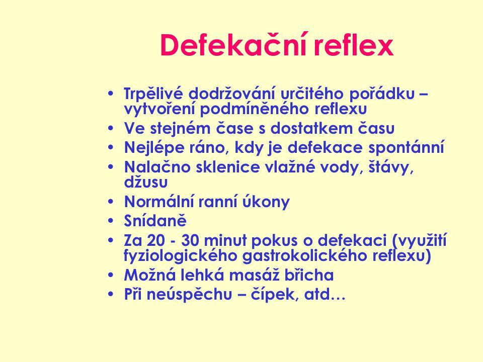 Defekační reflex Trpělivé dodržování určitého pořádku – vytvoření podmíněného reflexu Ve stejném čase s dostatkem času Nejlépe ráno, kdy je defekace spontánní Nalačno sklenice vlažné vody, štávy, džusu Normální ranní úkony Snídaně Za 20 - 30 minut pokus o defekaci (využití fyziologického gastrokolického reflexu) Možná lehká masáž břicha Při neúspěchu – čípek, atd…