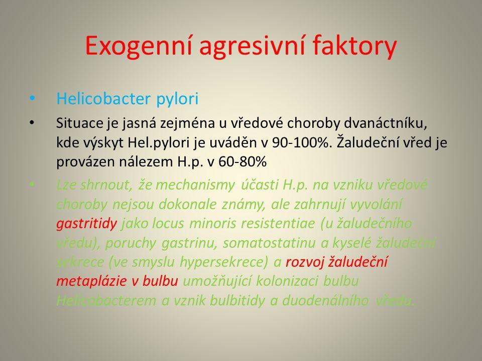 Exogenní agresivní faktory Sekundární vředy u jiných onemocnění (při jaterní cirhóze, u chronické renální insuficience, u dialyzovaných je mechanismem sekundární hyperparatyreóza s hyperkalcémií, primární hyperparatyreóza, polycytémie, bazofilní leukémie, chronická pankreatitida – snížená sekrece hydrogenkarbonátů, stavy po resekci tenkého střeva).