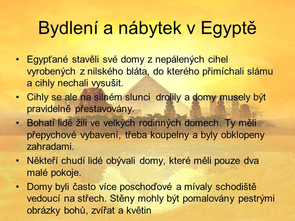 Bydlení a nábytek v Egyptě Egypťané stavěli své domy z nepálených cihel vyrobených z nilského bláta, do kterého přimíchali slámu a cihly nechali vysušit.