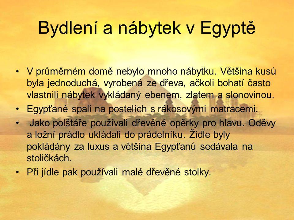 Bydlení a nábytek v Egyptě V průměrném domě nebylo mnoho nábytku.
