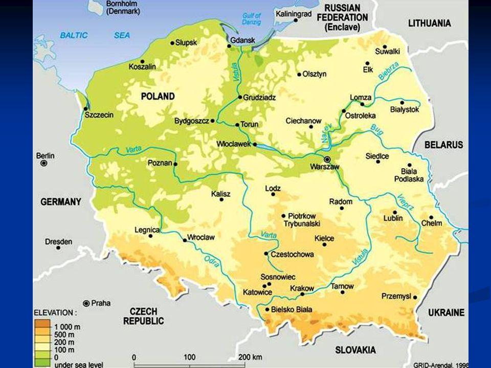 Přírodní podmínky Moře: Baltské Moře: Baltské Pohoří: hraniční s Českou republikou, Pohoří: hraniční s Českou republikou, Tatry (Rysy, Orla, Perc) Podnebí: mírný pás Podnebí: mírný pás Nejvyšší bod: Rysy (2 499m) Nejvyšší bod: Rysy (2 499m) Povrch: Polsko se skládá převážně z nížin, nejnižším bodem je vesnice Racki Elbaskie - 1,8m pod hladinou moře,ledovcová činnost - jezerní plošiny, písečné kosy Povrch: Polsko se skládá převážně z nížin, nejnižším bodem je vesnice Racki Elbaskie - 1,8m pod hladinou moře,ledovcová činnost - jezerní plošiny, písečné kosy Rozloha: 312 680 km 2 Rozloha: 312 680 km 2