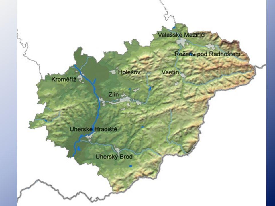 PŘÍRODNÍ PODMÍNKY: ŘEKY: Morava, Olšava, Bečva -velká rozloha chráněného území (30%- Beskydy, Karpaty) -CHKO Bílé Karpaty patří mezi šest rezervací UNESCO v republice -nachází se zde velké množství přírodních rezervací a přírodních památek ZLÍNSKÝ KRAJ