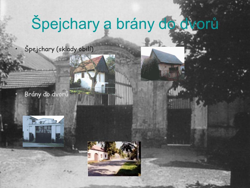 Špejchary a brány do dvorů Špejchary (sklady obilí) Brány do dvorů