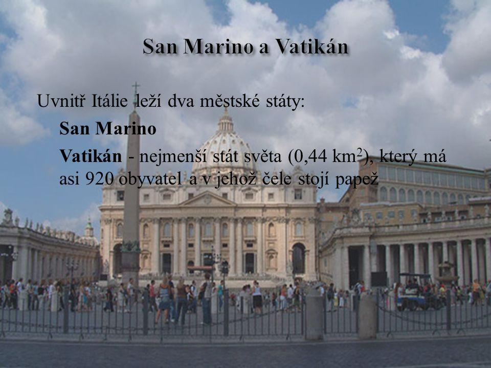 Uvnitř Itálie leží dva městské státy: San Marino Vatikán - nejmenší stát světa (0,44 km 2 ), který má asi 920 obyvatel a v jehož čele stojí papež