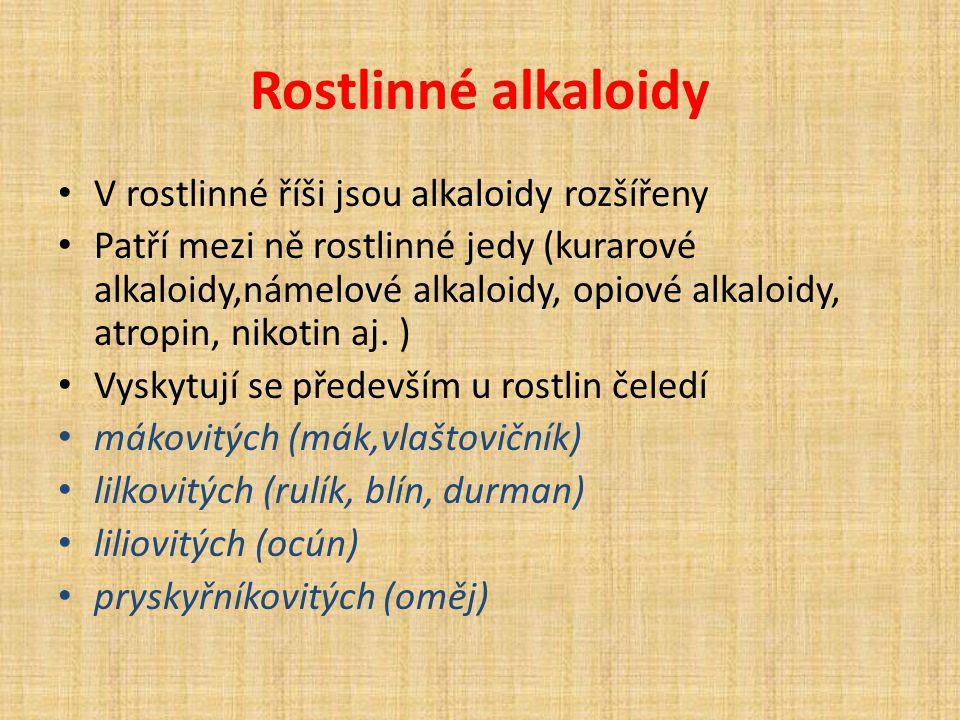 Rostlinné alkaloidy V rostlinné říši jsou alkaloidy rozšířeny Patří mezi ně rostlinné jedy (kurarové alkaloidy,námelové alkaloidy, opiové alkaloidy, atropin, nikotin aj.