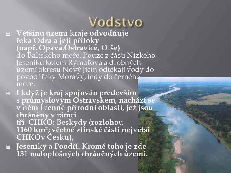  Většinu území kraje odvodňuje řeka Odra a její přítoky (např. Opava,Ostravice, Olše) do Baltského moře. Pouze z části Nízkého Jeseníku kolem Rýmařov