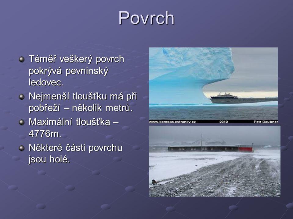 Povrch Téměř veškerý povrch pokrývá pevninský ledovec. Nejmenší tloušťku má při pobřeží – několik metrů. Maximální tloušťka – 4776m. Některé části pov