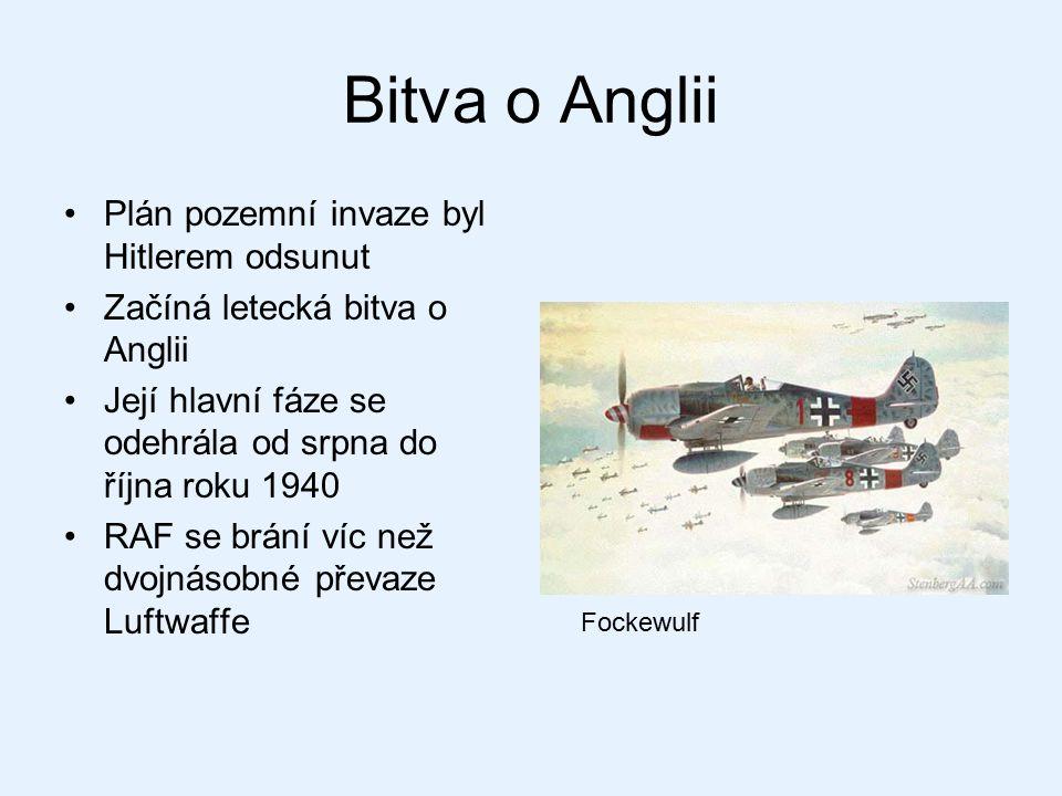 Bitva o Anglii Plán pozemní invaze byl Hitlerem odsunut Začíná letecká bitva o Anglii Její hlavní fáze se odehrála od srpna do října roku 1940 RAF se