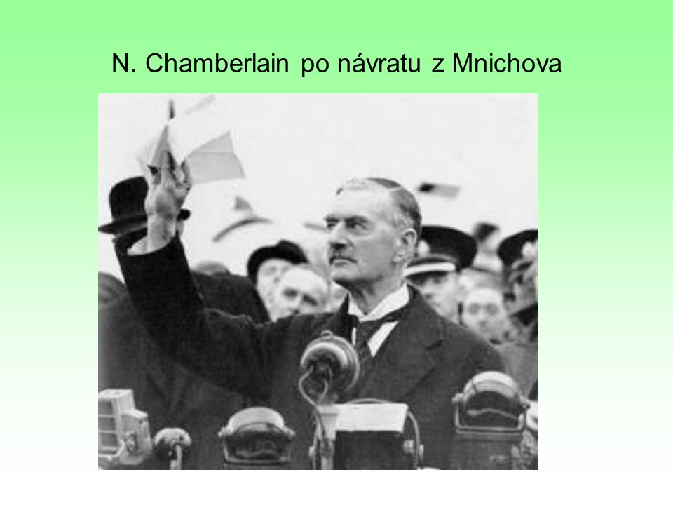 N. Chamberlain po návratu z Mnichova