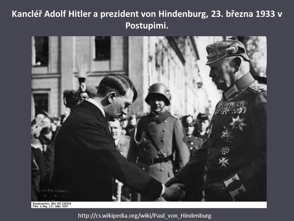 Kancléř Adolf Hitler a prezident von Hindenburg, 23. března 1933 v Postupimi. http://cs.wikipedia.org/wiki/Paul_von_Hindenburg