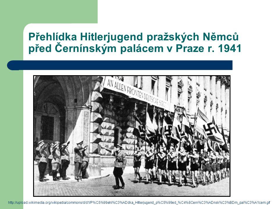 Přehlídka Hitlerjugend pražských Němců před Černínským palácem v Praze r. 1941 http://upload.wikimedia.org/wikipedia/commons/d/d1/P%C5%99ehl%C3%ADdka_