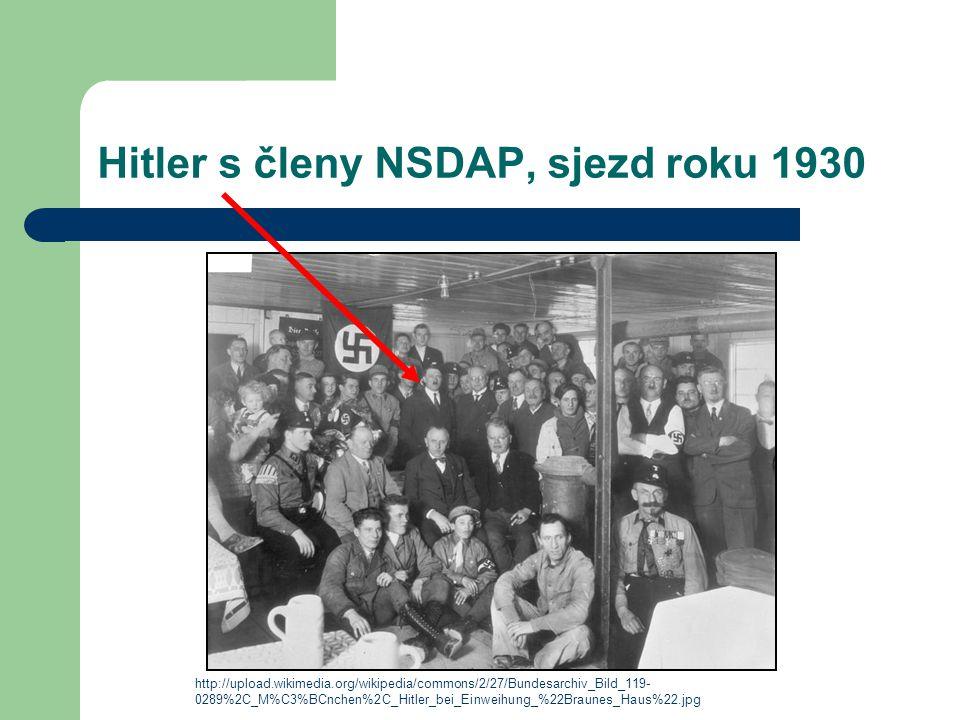 Hitler s členy NSDAP, sjezd roku 1930 http://upload.wikimedia.org/wikipedia/commons/2/27/Bundesarchiv_Bild_119- 0289%2C_M%C3%BCnchen%2C_Hitler_bei_Ein