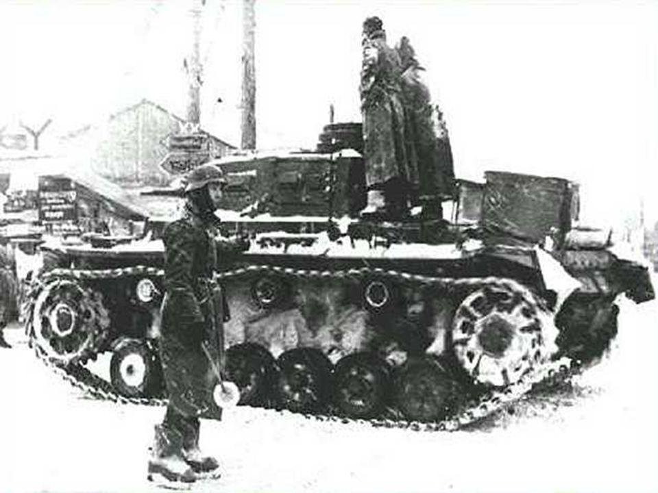 Prosinec 1941 – zastaven útok na Moskvu, příčiny (Hitler podcenil sílu Rudé armády, mráz) Generál Žukov přešel do protiútoku – porážka Německa v bitvě o Moskvu – konec vyhlídek na rychlé ukončení války.