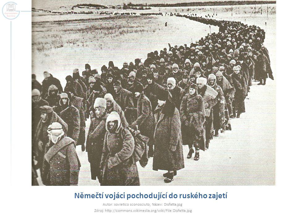 Němečtí vojáci pochodující do ruského zajetí Autor: sovietico sconosciuto, Název: Disfatta.jpg Zdroj: http://commons.wikimedia.org/wiki/File:Disfatta.