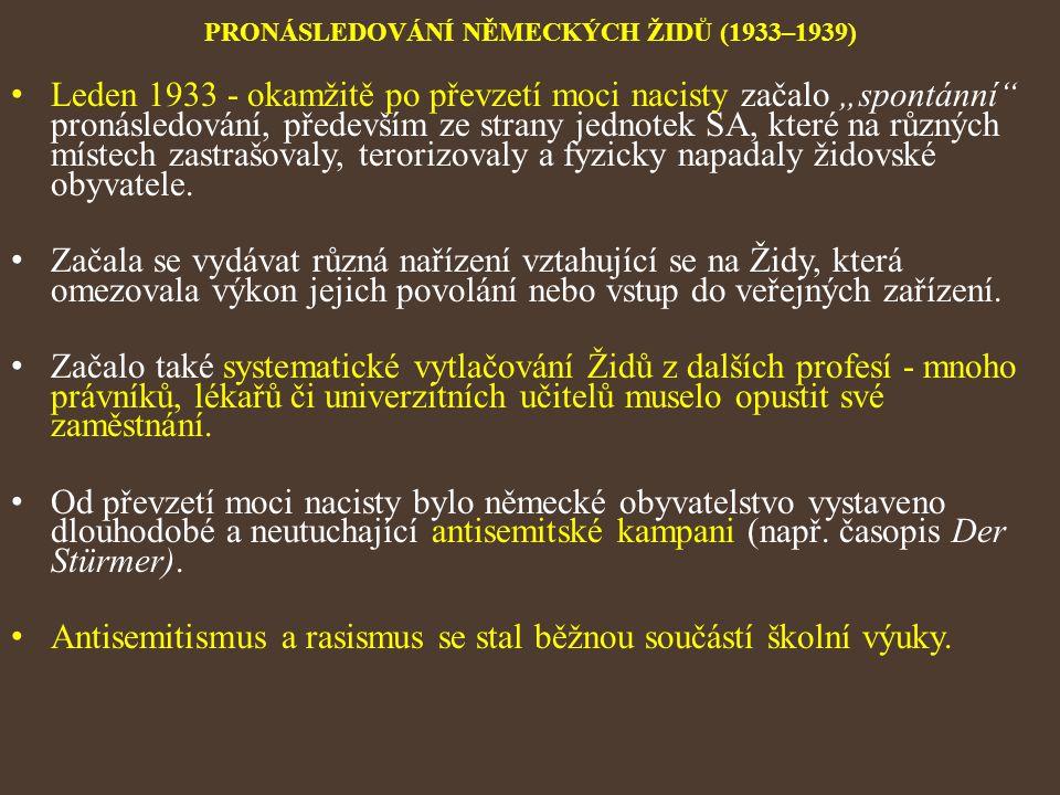 """PRONÁSLEDOVÁNÍ NĚMECKÝCH ŽIDŮ (1933–1939) Leden 1933 - okamžitě po převzetí moci nacisty začalo """"spontánní"""" pronásledování, především ze strany jednot"""