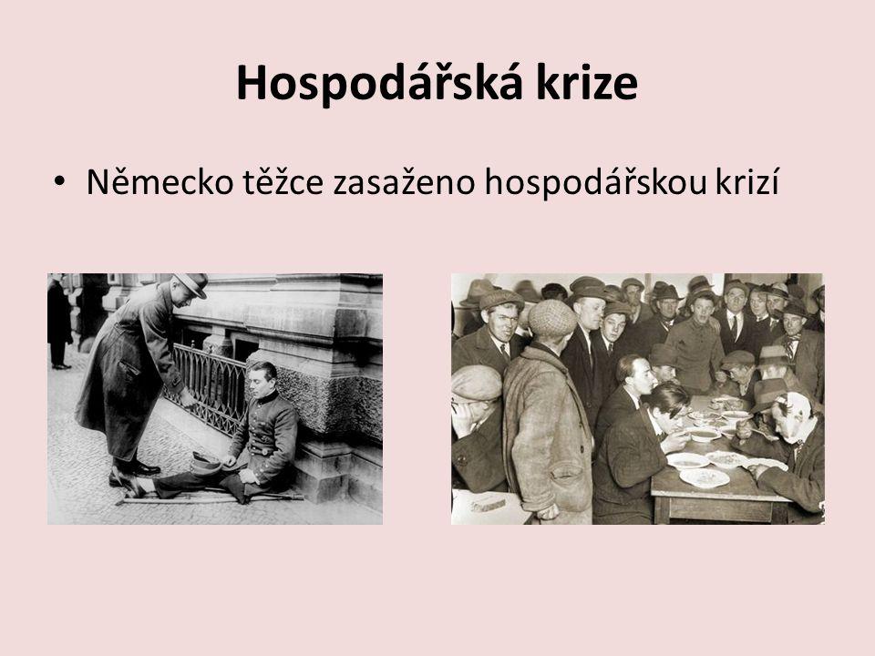 Adolf Hitler a NSDAP NSDAP = Nacionálně socialistická německá strana dělnická 1919 – bezvýznamný člen, 1924 - organizátor protivládního puče – zavřen – propuštěn Jeho hvězda začala stoupat – díky propracované propagandě