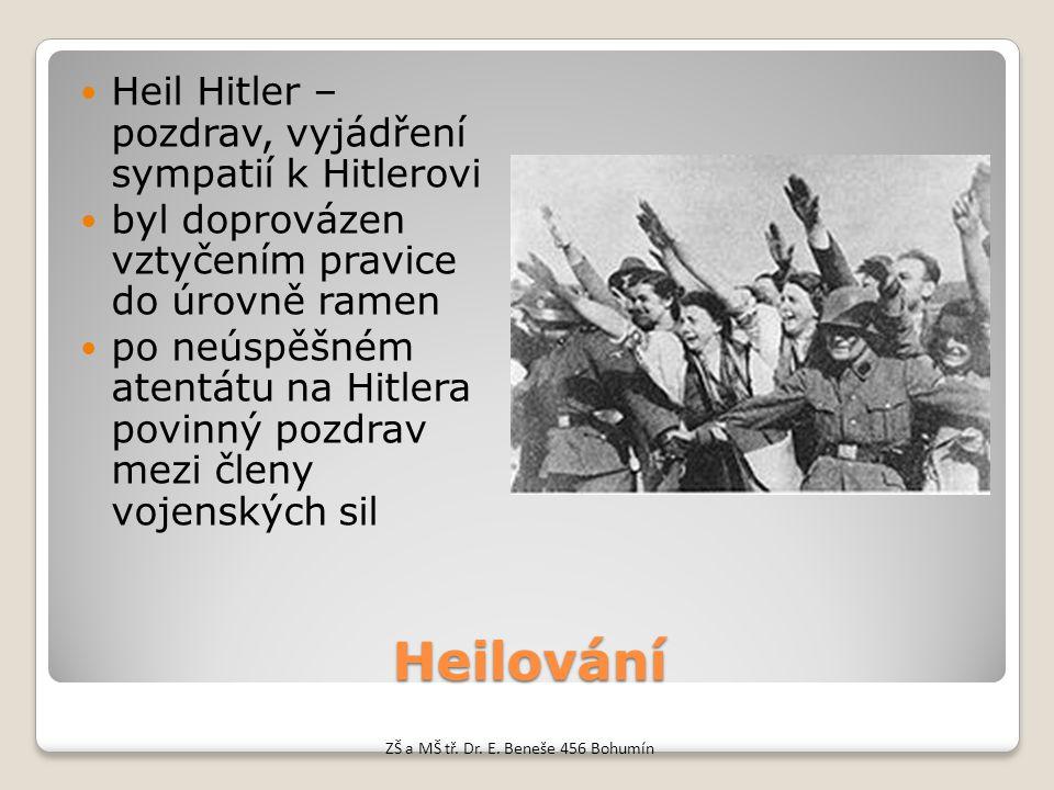 Heilování Heil Hitler – pozdrav, vyjádření sympatií k Hitlerovi byl doprovázen vztyčením pravice do úrovně ramen po neúspěšném atentátu na Hitlera pov