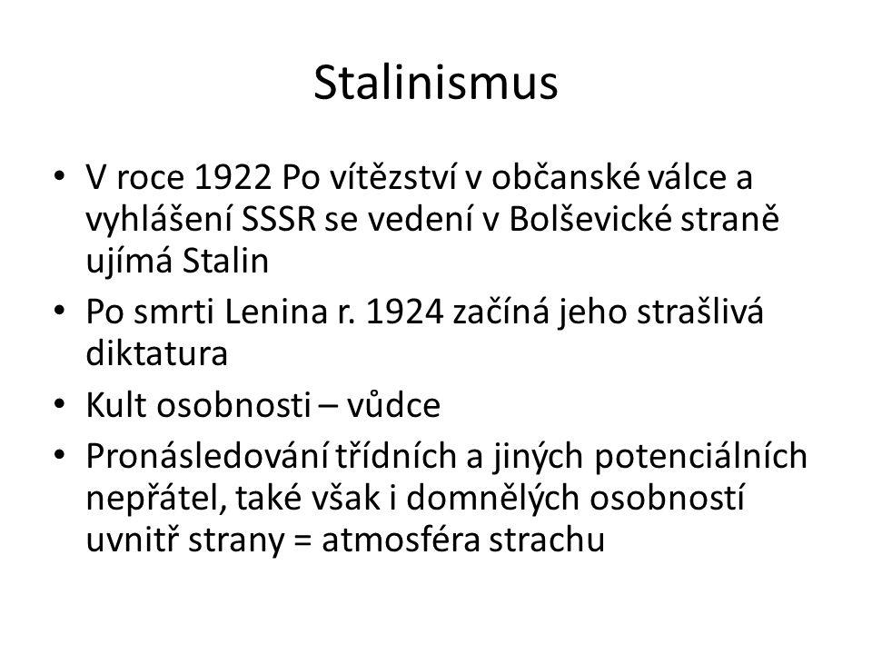Stalinismus V roce 1922 Po vítězství v občanské válce a vyhlášení SSSR se vedení v Bolševické straně ujímá Stalin Po smrti Lenina r. 1924 začíná jeho