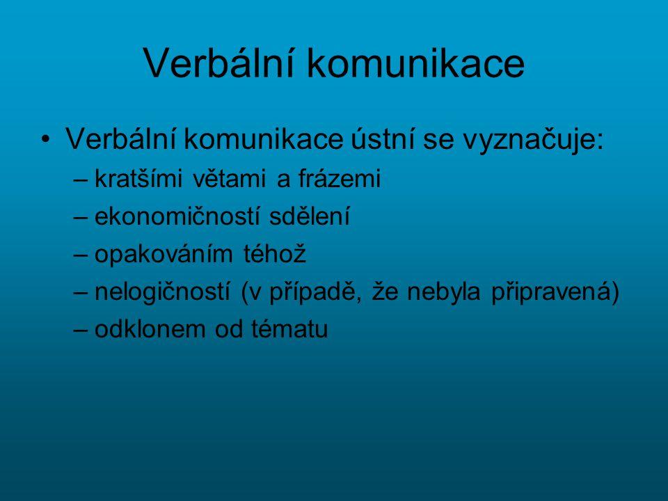 Verbální komunikace Verbální komunikace ústní se vyznačuje: –kratšími větami a frázemi –ekonomičností sdělení –opakováním téhož –nelogičností (v přípa
