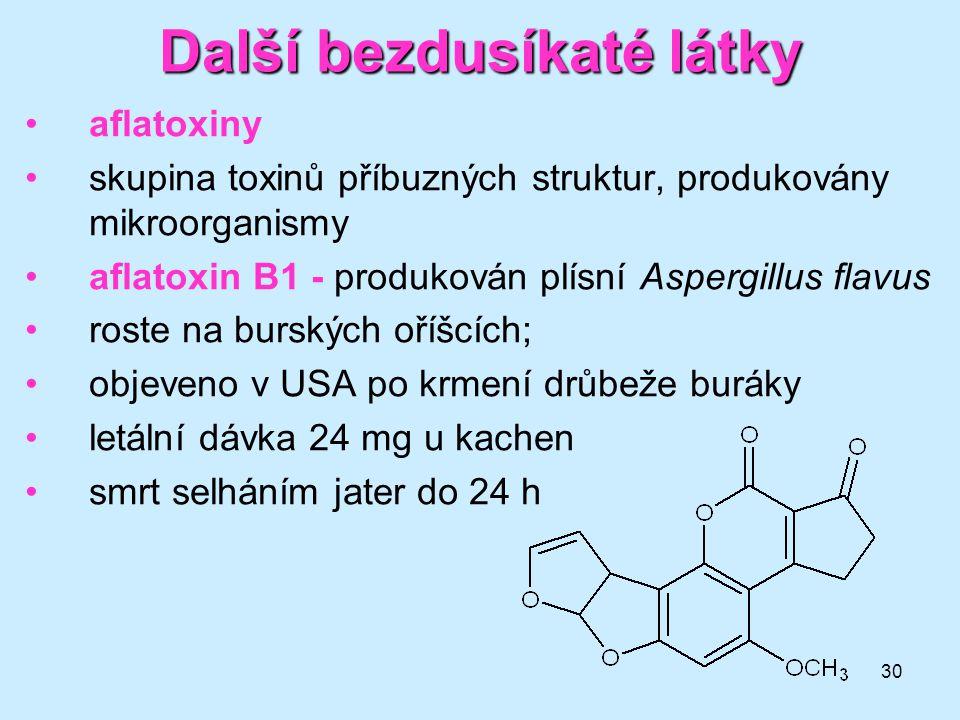 30 Další bezdusíkaté látky aflatoxiny skupina toxinů příbuzných struktur, produkovány mikroorganismy aflatoxin B1 - produkován plísní Aspergillus flav