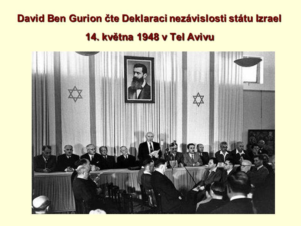 David Ben Gurion čte Deklaraci nezávislosti státu Izrael 14. května 1948 v Tel Avivu