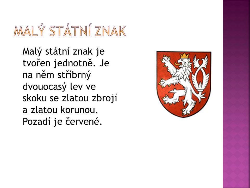Malý státní znak je tvořen jednotně. Je na něm stříbrný dvouocasý lev ve skoku se zlatou zbrojí a zlatou korunou. Pozadí je červené.