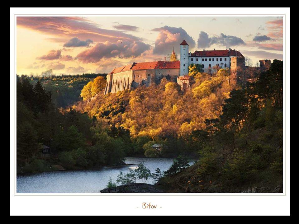 Dovolil jsem si udělat tuto prezentaci z fotografií Ladislava Rennera, kterého obdivuji pro jeho zápal pro krásu naší krajiny a nádherných architektonických skvostů.