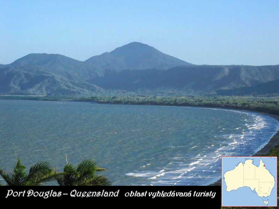 Tvoří ho množství různobarevných korálů a táhne se přes 2000 kilometrů podél pobřeží Queenslandu