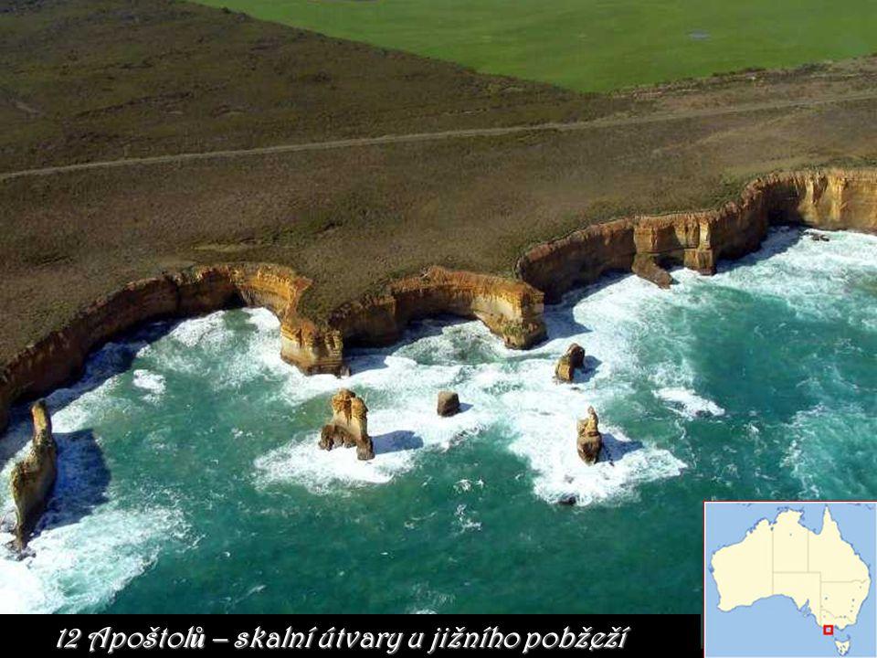 12 Apoštol ů – skalní útvary u jižního pobžeží