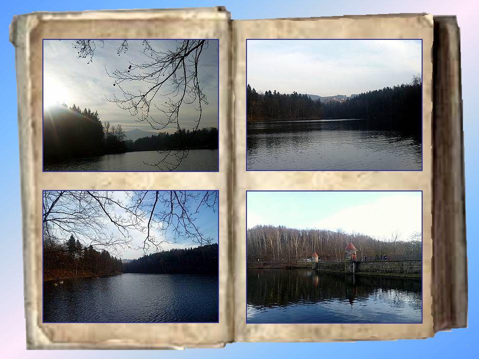Harcov Vodní nádrž Harcov, nazývaná také Harcovská přehrada či Liberecká přehrada, leží nedaleko centra města v údolí libereckého Harcovského potoka, obklopená z jedné strany lesem a z druhé klidnou vilovou čtvrtí.