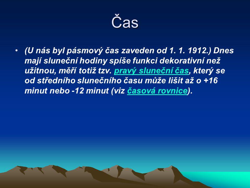 Čas (U nás byl pásmový čas zaveden od 1. 1. 1912.) Dnes mají sluneční hodiny spíše funkci dekorativní než užitnou, měří totiž tzv. pravý sluneční čas,