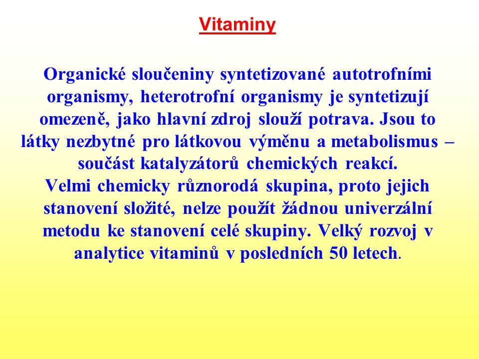 Vitaminy Organické sloučeniny syntetizované autotrofními organismy, heterotrofní organismy je syntetizují omezeně, jako hlavní zdroj slouží potrava. J