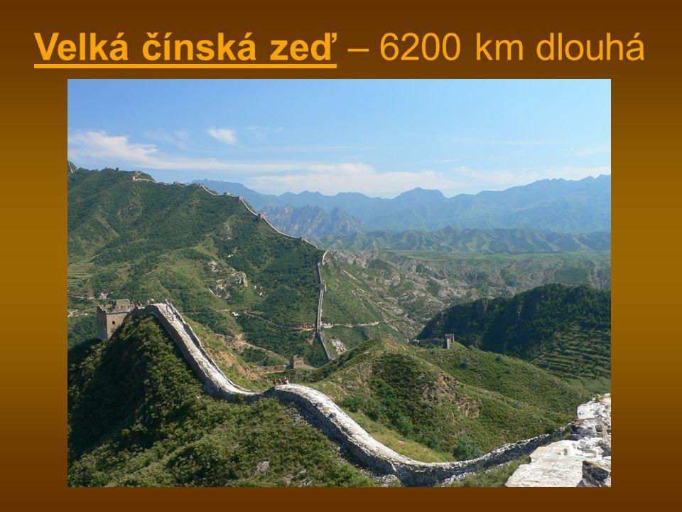 Velká čínská zeď – 6200 km dlouhá