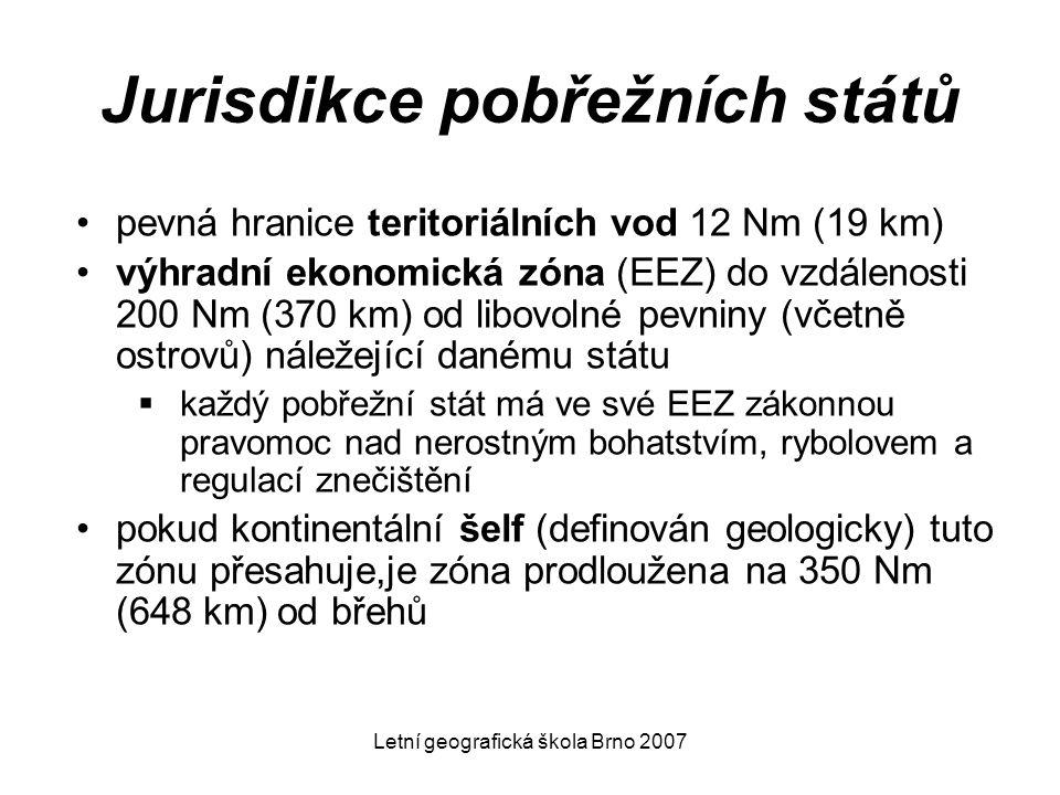Letní geografická škola Brno 2007 Jurisdikce pobřežních států pevná hranice teritoriálních vod 12 Nm (19 km) výhradní ekonomická zóna (EEZ) do vzdálen