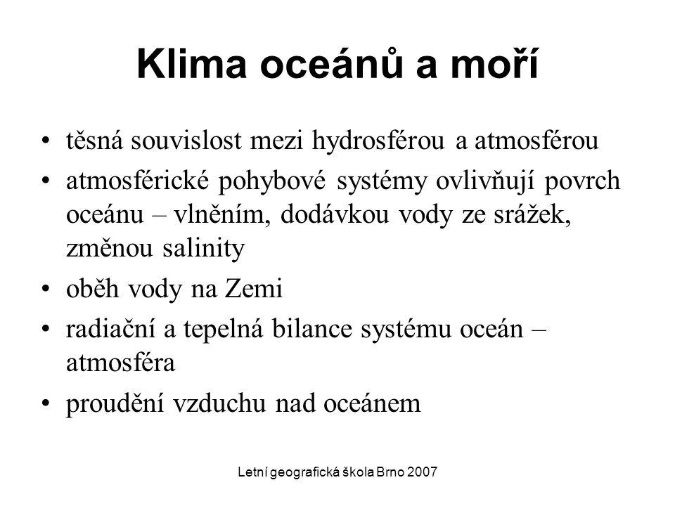 Letní geografická škola Brno 2007 Klima oceánů a moří těsná souvislost mezi hydrosférou a atmosférou atmosférické pohybové systémy ovlivňují povrch oc