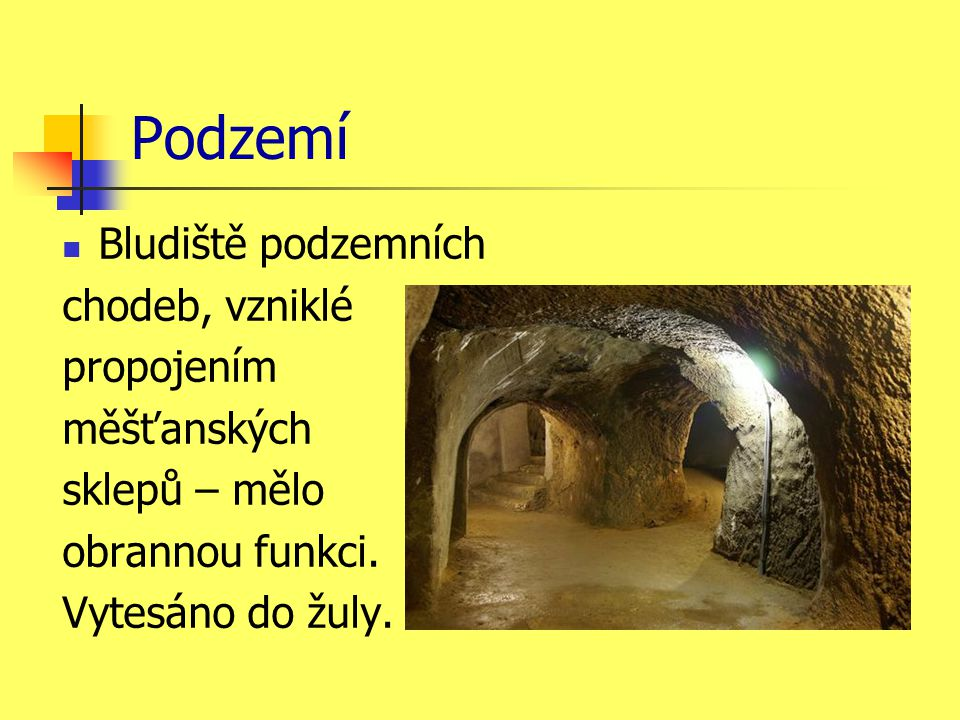 Podzemí Bludiště podzemních chodeb, vzniklé propojením měšťanských sklepů – mělo obrannou funkci.