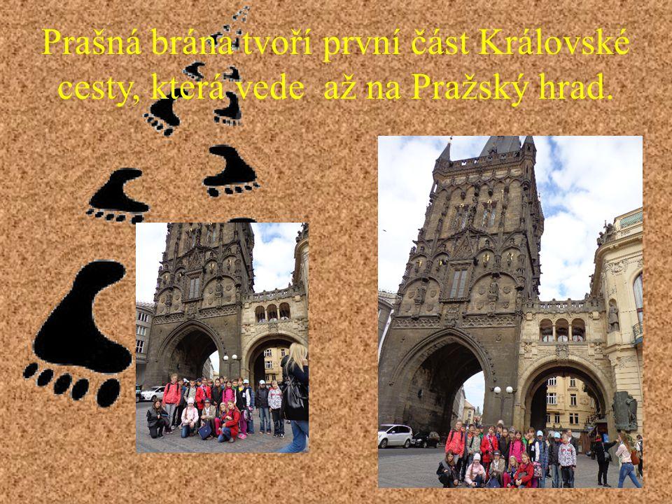Prašná brána tvoří první část Královské cesty, která vede až na Pražský hrad.