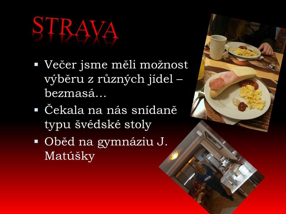  Večer jsme měli možnost výběru z různých jídel – bezmasá…  Čekala na nás snídaně typu švédské stoly  Oběd na gymnáziu J. Matúšky