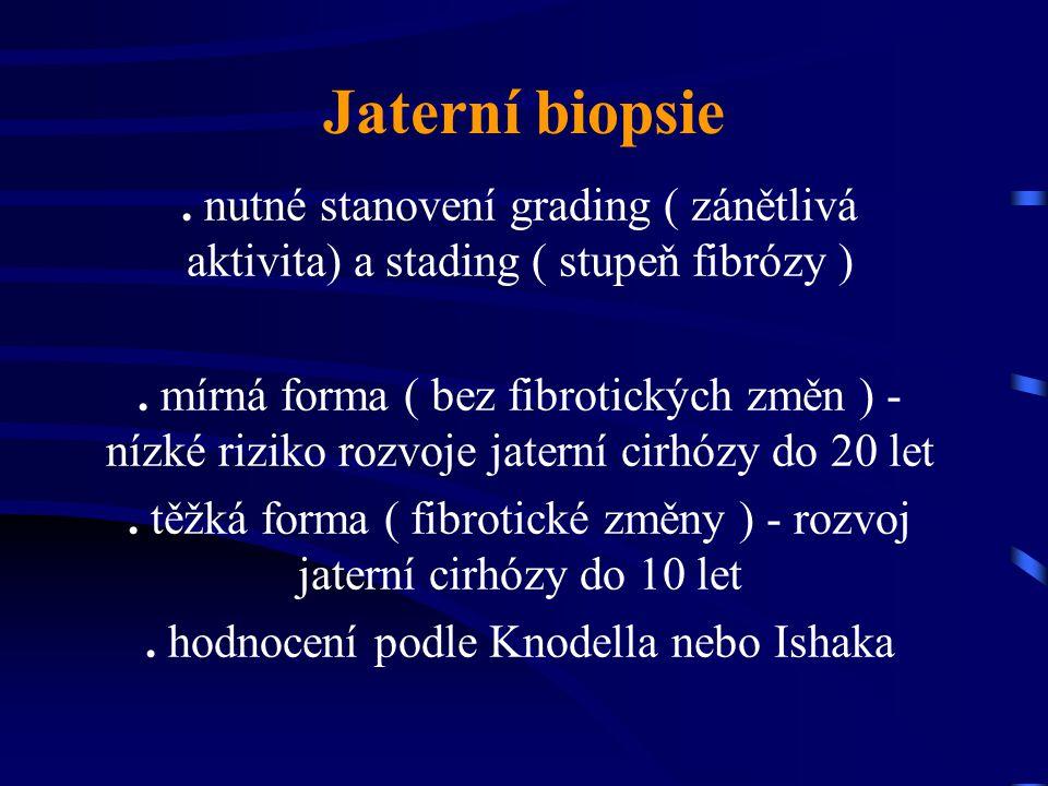 Jaterní biopsie. nutné stanovení grading ( zánětlivá aktivita) a stading ( stupeň fibrózy ). mírná forma ( bez fibrotických změn ) - nízké riziko rozv