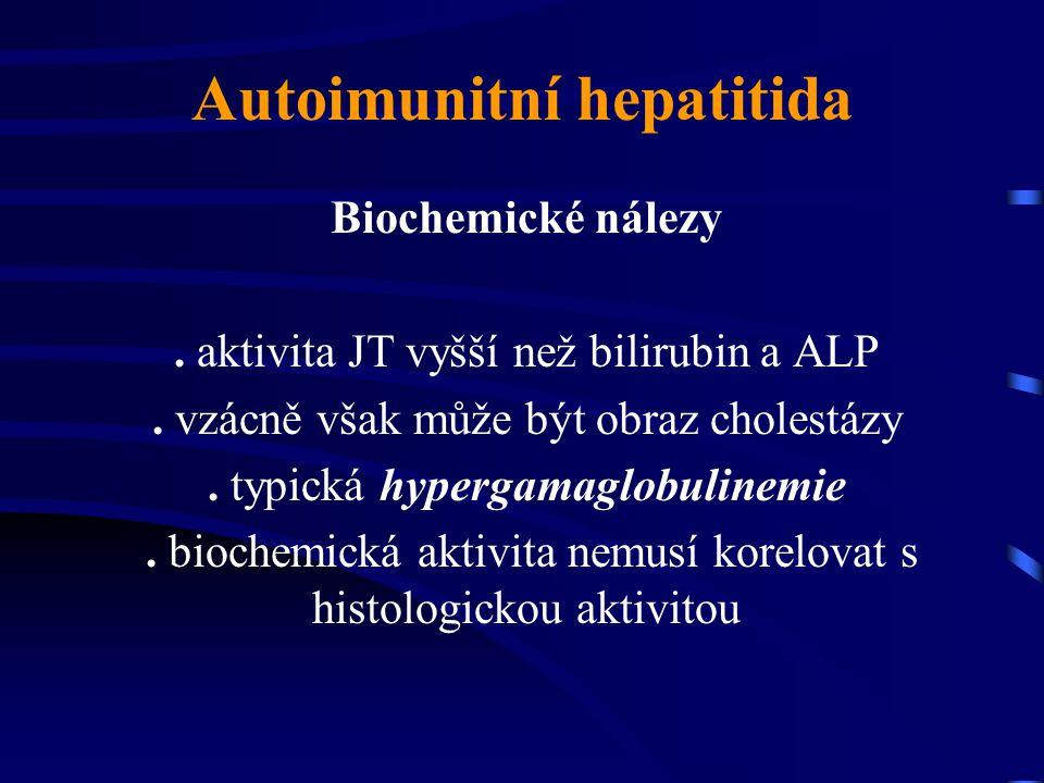 Autoimunitní hepatitida Biochemické nálezy. aktivita JT vyšší než bilirubin a ALP. vzácně však může být obraz cholestázy. typická hypergamaglobulinemi