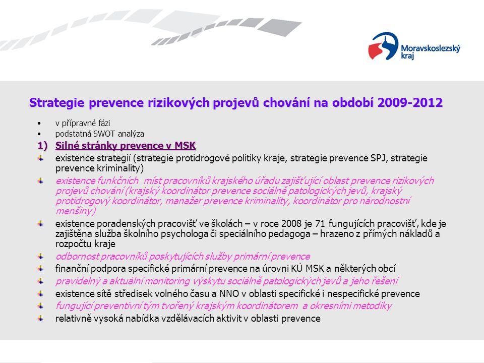 Strategie prevence rizikových projevů chování na období 2009-2012 v přípravné fázi podstatná SWOT analýza 1)Silné stránky prevence v MSK existence str