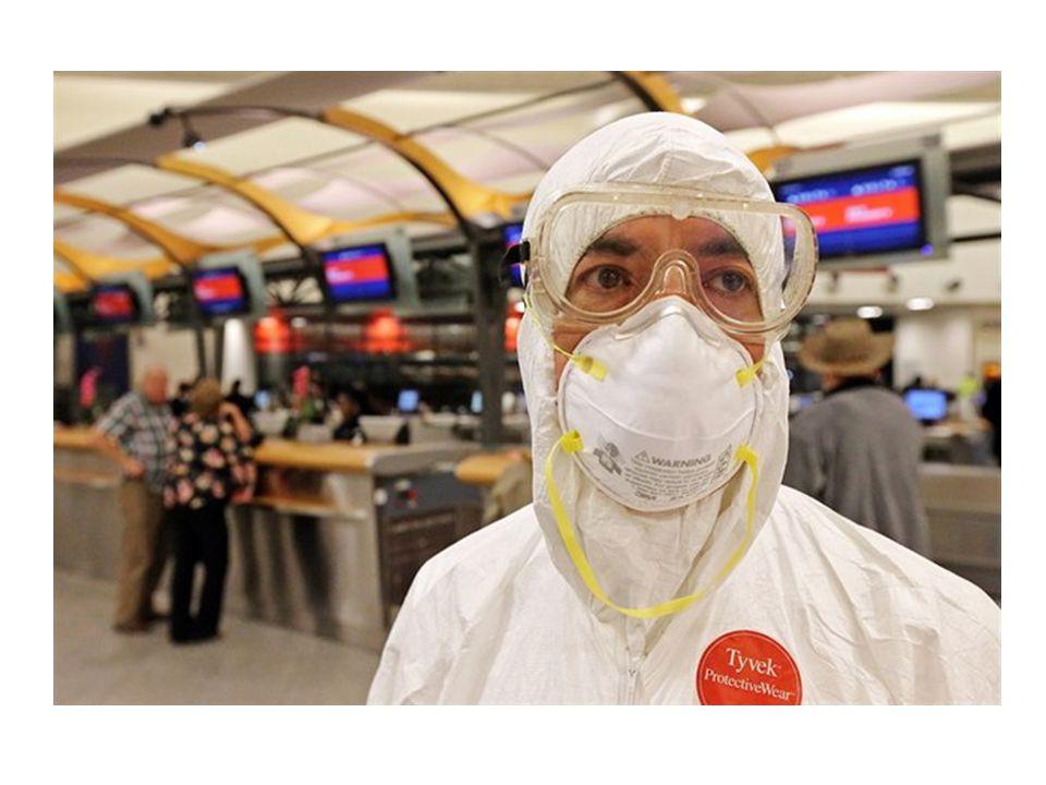 Zdravotnický personál se tak musí chránit před nákazou několika vrstvami ochranných pomůcek.