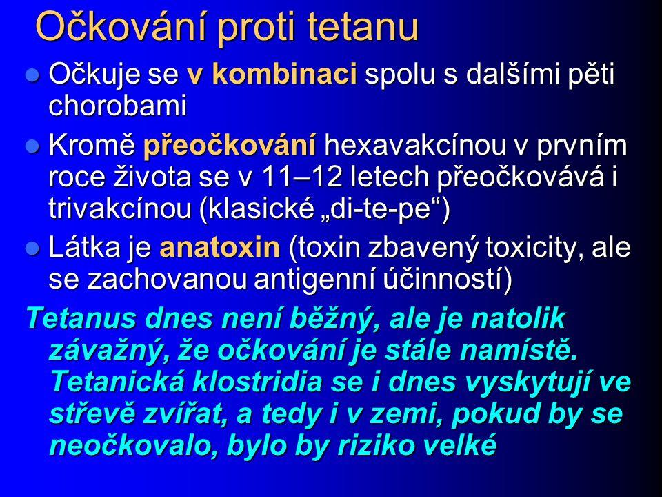 """Očkování proti tetanu Očkuje se v kombinaci spolu s dalšími pěti chorobami Očkuje se v kombinaci spolu s dalšími pěti chorobami Kromě přeočkování hexavakcínou v prvním roce života se v 11–12 letech přeočkovává i trivakcínou (klasické """"di-te-pe ) Kromě přeočkování hexavakcínou v prvním roce života se v 11–12 letech přeočkovává i trivakcínou (klasické """"di-te-pe ) Látka je anatoxin (toxin zbavený toxicity, ale se zachovanou antigenní účinností) Látka je anatoxin (toxin zbavený toxicity, ale se zachovanou antigenní účinností) Tetanus dnes není běžný, ale je natolik závažný, že očkování je stále namístě."""