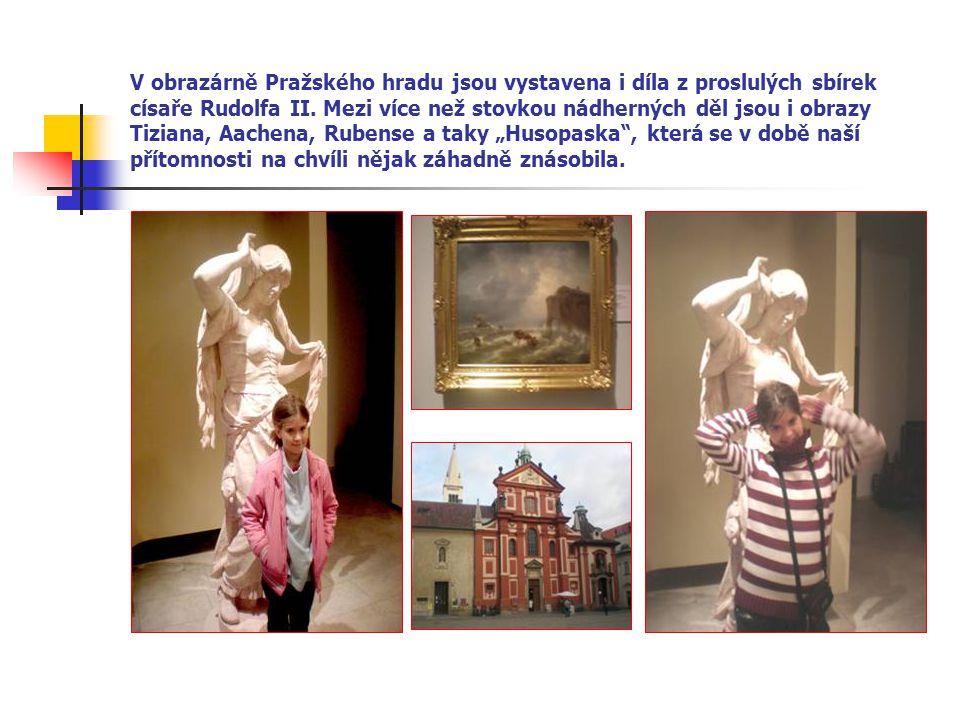 Den druhý a výstup na hrad po nových zámeckých schodech přes Svatováclavskou vinici.