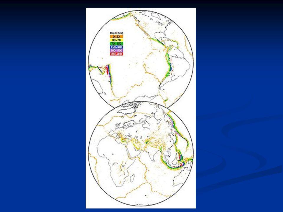 Ohnisko = hypocentrum = místo vzniku zemětřesení Ohnisko = hypocentrum = místo vzniku zemětřesení může se nacházet v různých hloubkách může se nacházet v různých hloubkách - většina je mělkých – hloubka ohniska je cca - většina je mělkých – hloubka ohniska je cca 100 km 100 km - nejhlubší ohniska byla zaznamenána asi 700 km pod zemským povrchem - nejhlubší ohniska byla zaznamenána asi 700 km pod zemským povrchem