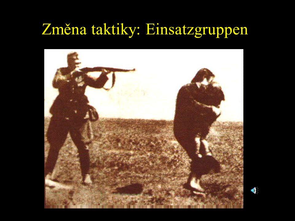 """Změna taktiky: Einsatzgruppen Himmler poslal čtyři speciálně vycvyčené SS oddíly nazývané """"Einsatzgruppen prapory"""" do Němci okupovaných území SSSR, kd"""